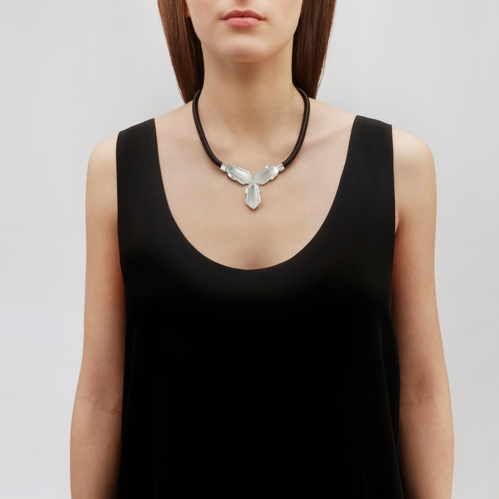 Icône necklace | Clear crystal, silver | Costume jewellery Lalique