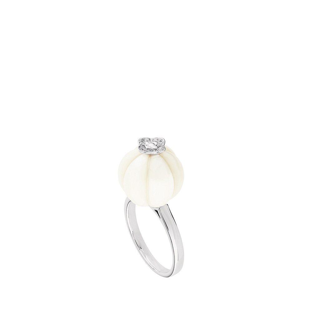 Muguet ring | A fresh water cultured pearl: and diamonds, white gold | Fine jewellery Lalique