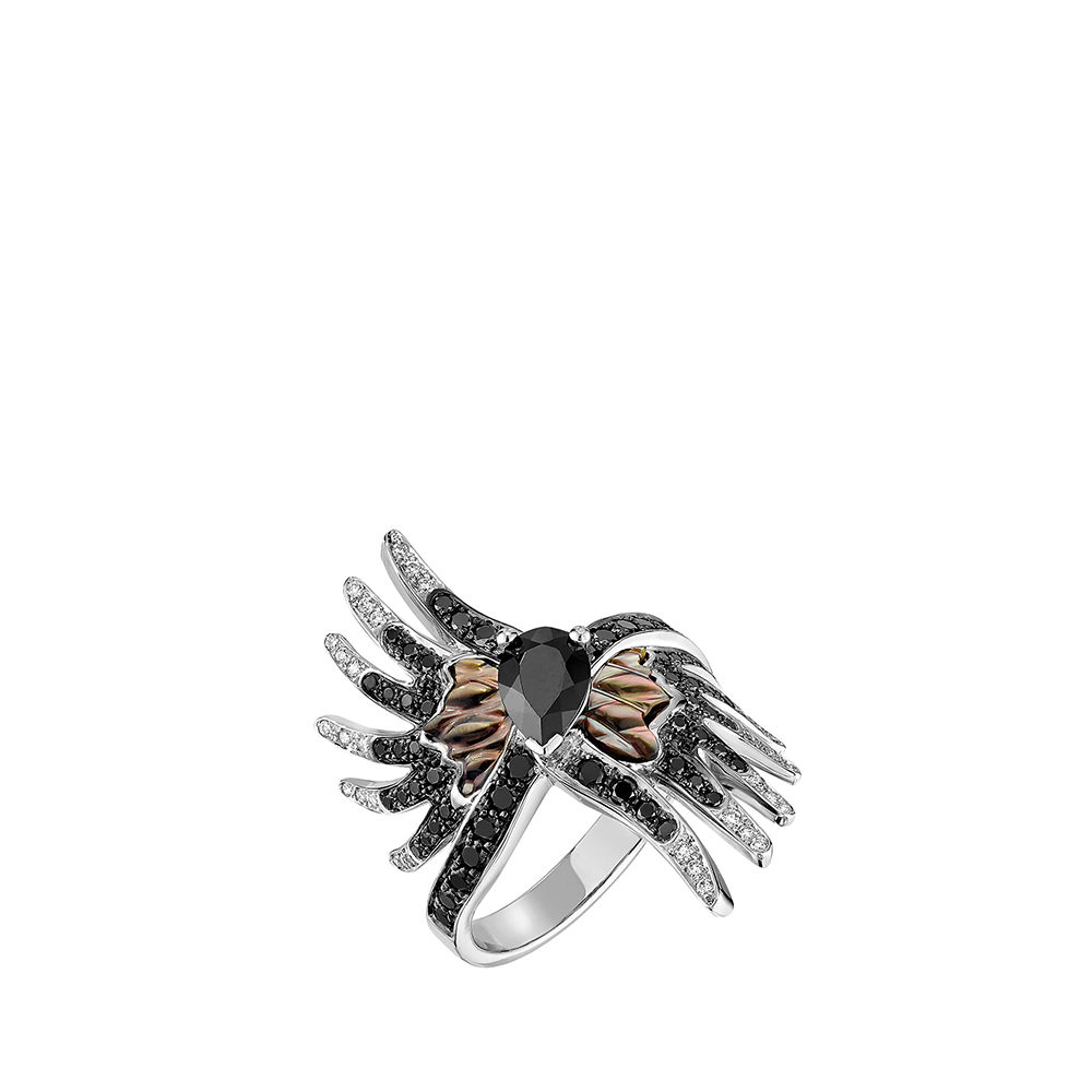 Vesta ring | White and black diamonds, spinel, mother-of-pearl, white gold | Lalique fine jewellery
