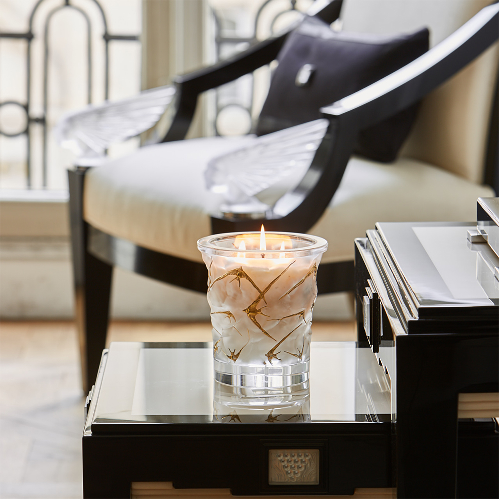 Oceans crystal scented candle | 750 g (26.5 Oz.), limited edition of 999 pieces, clear crystal, gold enamelled | Lalique Parfums