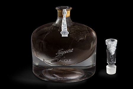 The Niepoort in Lalique 1863 decanter achieves a GUINNESS WORLD RECORDS™ title for the Most expensive Port wine sold at auction at Acker Merrall & Condit Hong Kong at HK$ 992,000 (approx. US$ 127,000)