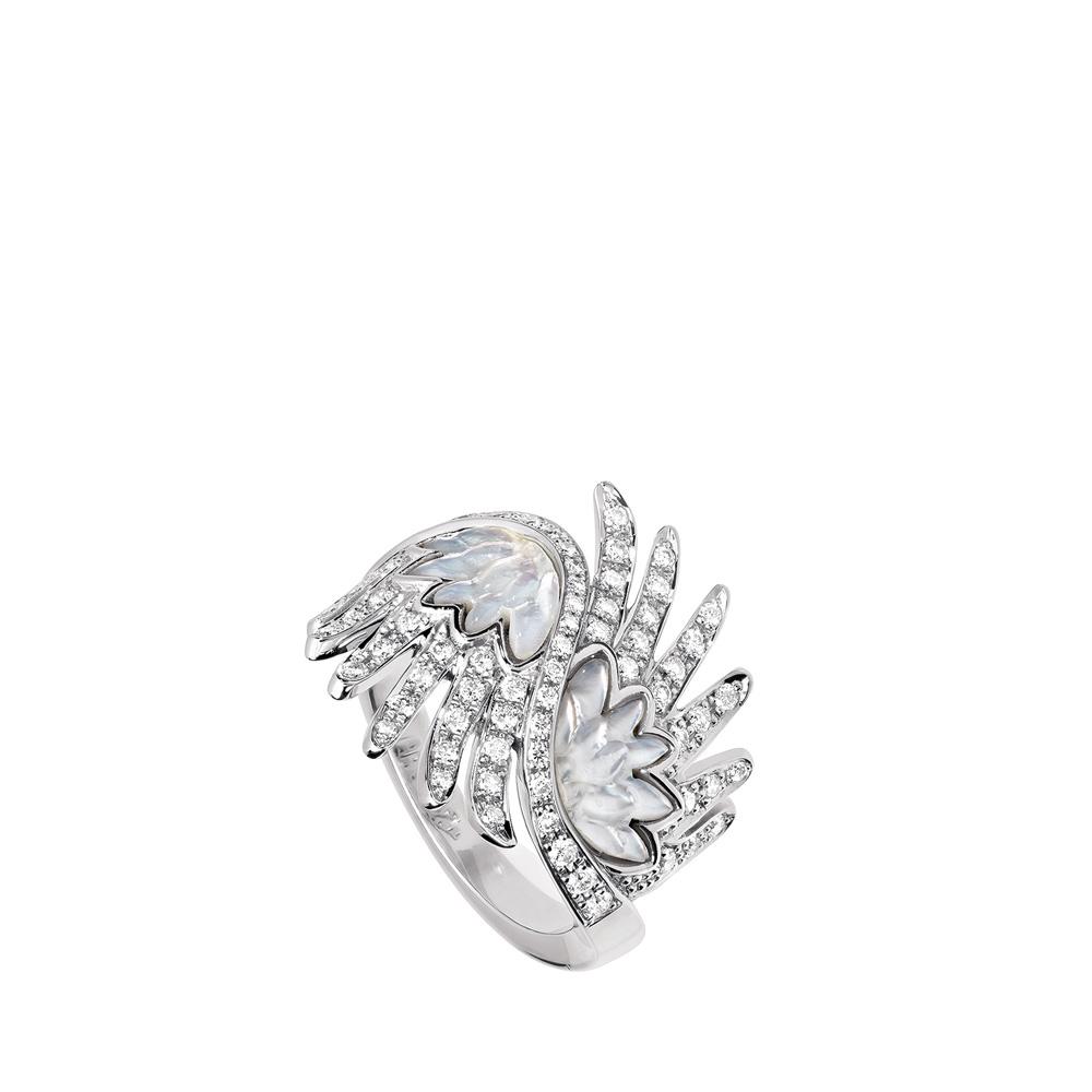 Vesta ring | Diamonds, mother of pearl, white gold | Fine jewellery Lalique