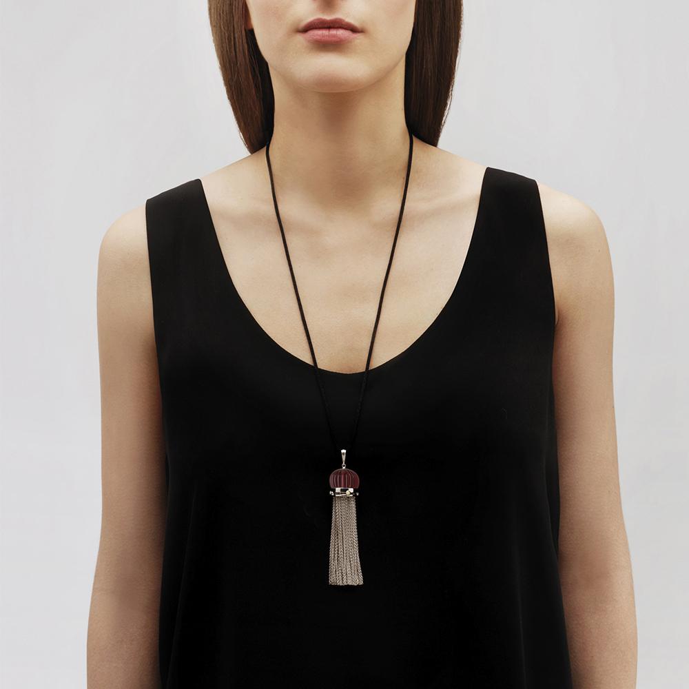 Vibrante Pendant | Red crystal, white lacquer, silver | Costume jewellery Lalique