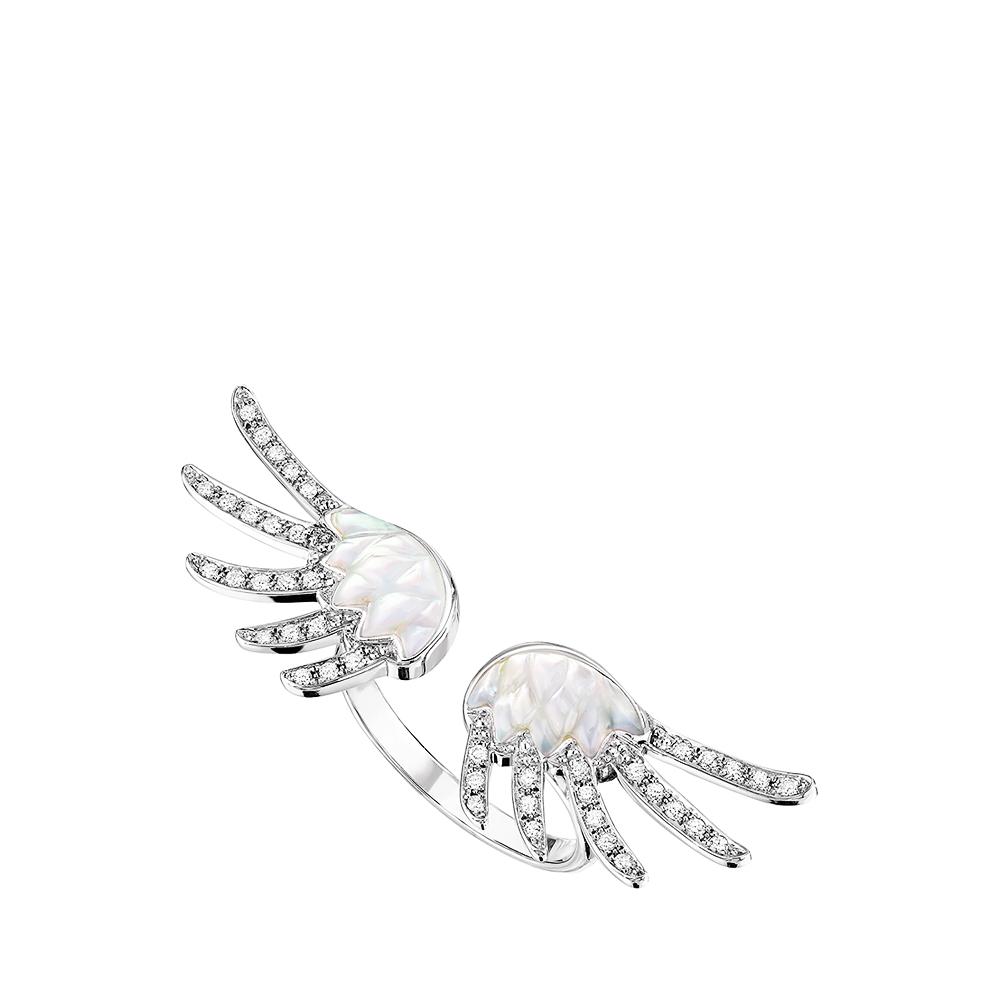 Vesta ring | Diamonds, mother-of-pearl, white gold | Lalique fine jewellery