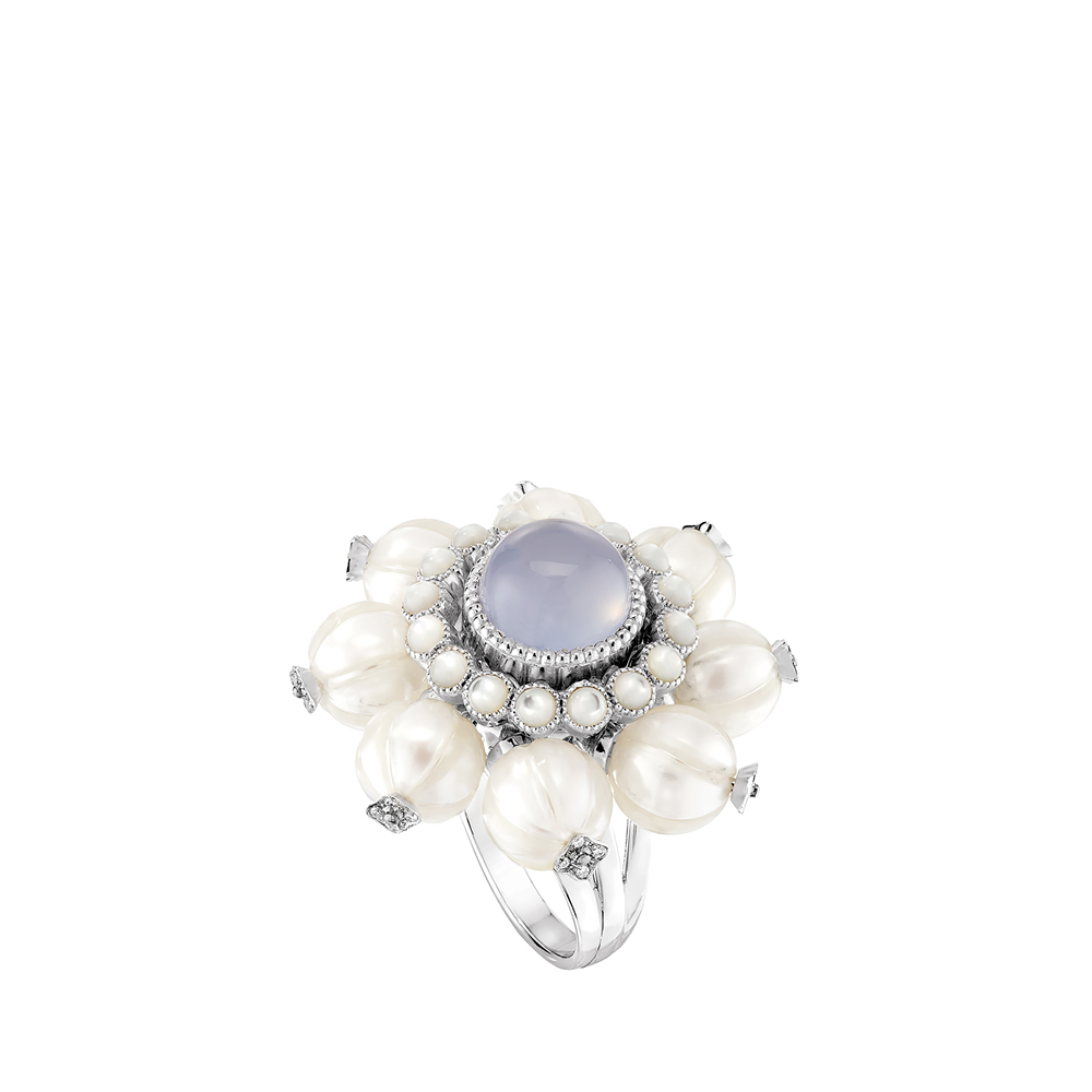 Muguet ring | Chalcedony, diamonds, engraved pearls, white gold | Lalique fine jewellery