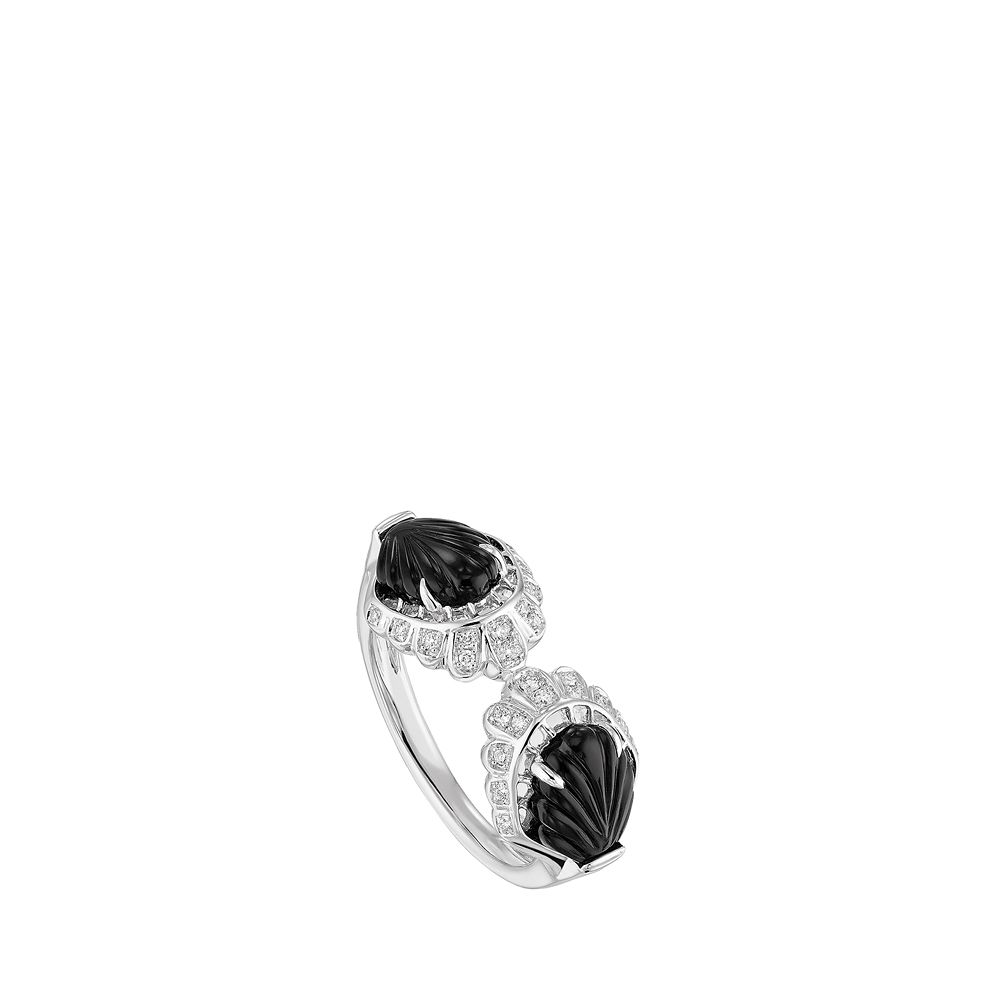Lys ring | Diamonds, onyx, white gold | Lalique fine jewellery