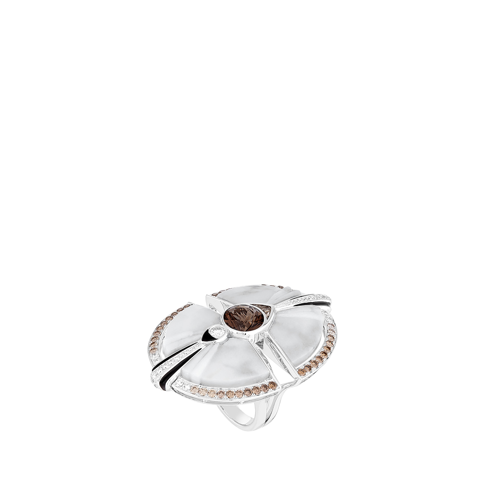 L'Oiseau Moqueur ring | Smoky quartz, marble, diamonds, champagne diamonds, white gold | Lalique fine jewellery