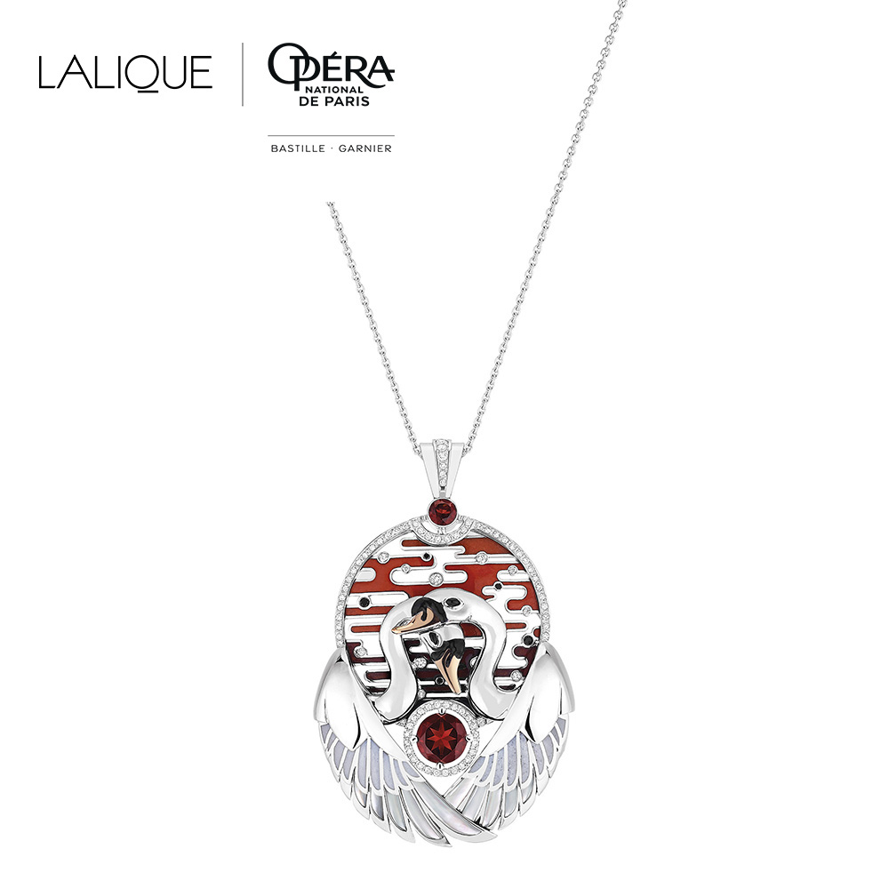 Cygnes pendant | Garnet, Diamond, Black Diamond, Mother-of-pearl, Onyx, Lacquer, Enamel, White gold, Pink gold | Lalique fine jewellery