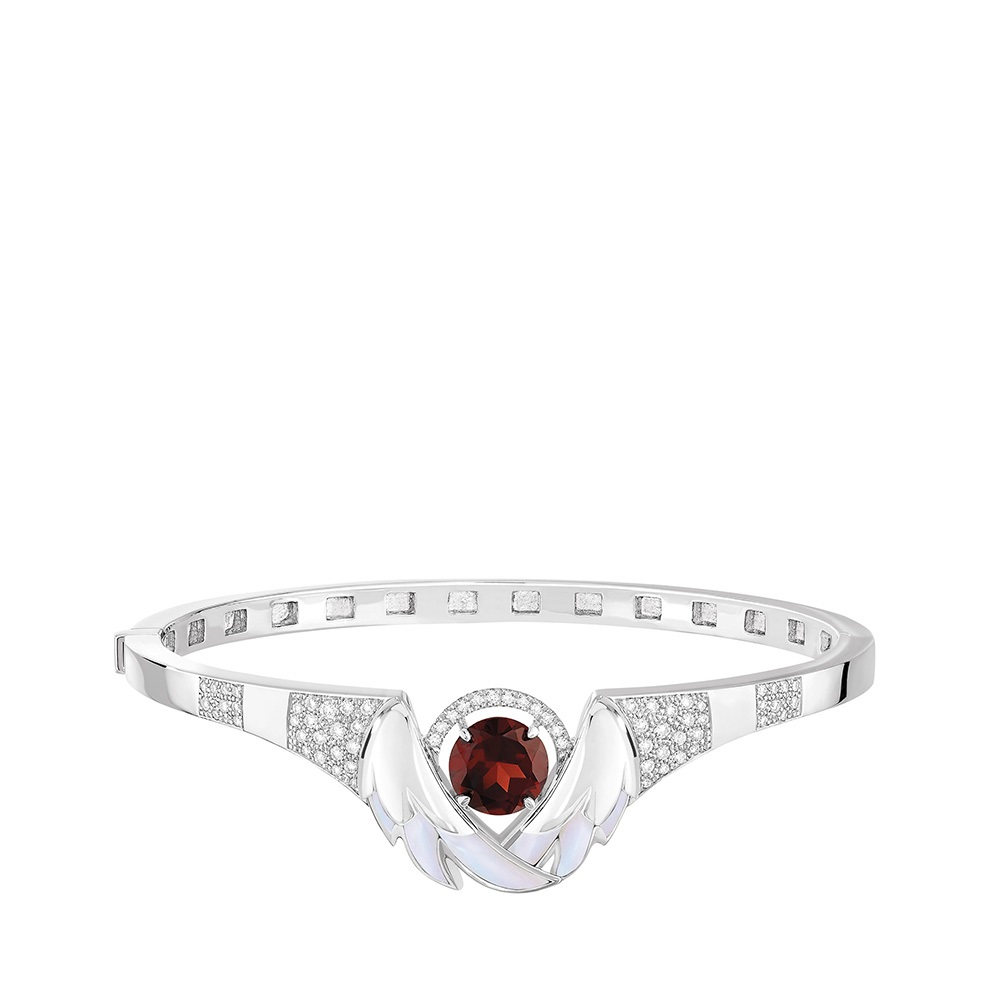 Cygnes Bracelet | WHITE GOLD, GARNET, DIAMONDS, MOTHER-OF-PEARL  | Lalique fine jewellery
