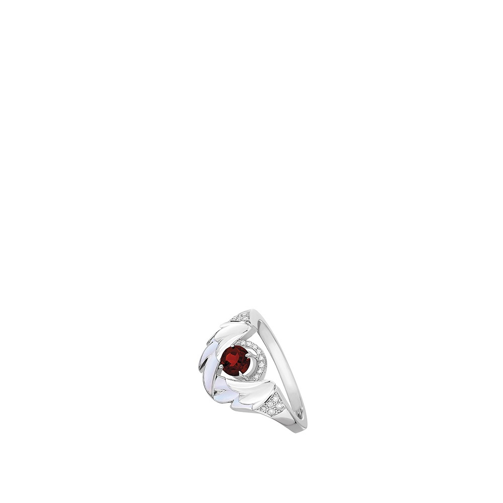Cygnes Ring | WHITE GOLD, GARNET, DIAMONDS, MOTHER-OF-PEARL | Lalique fine jewellery