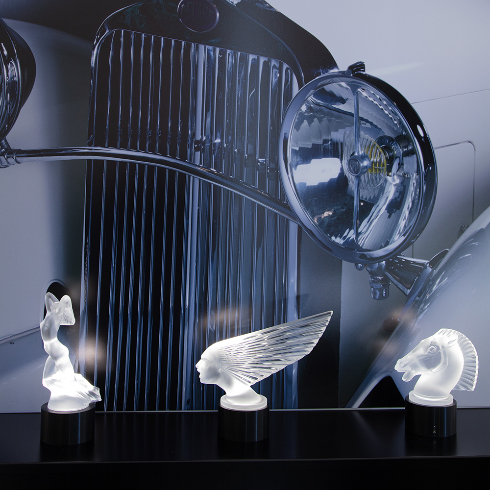 Vitesse lighted sculpture | Clear crystal | Sculpture Lalique