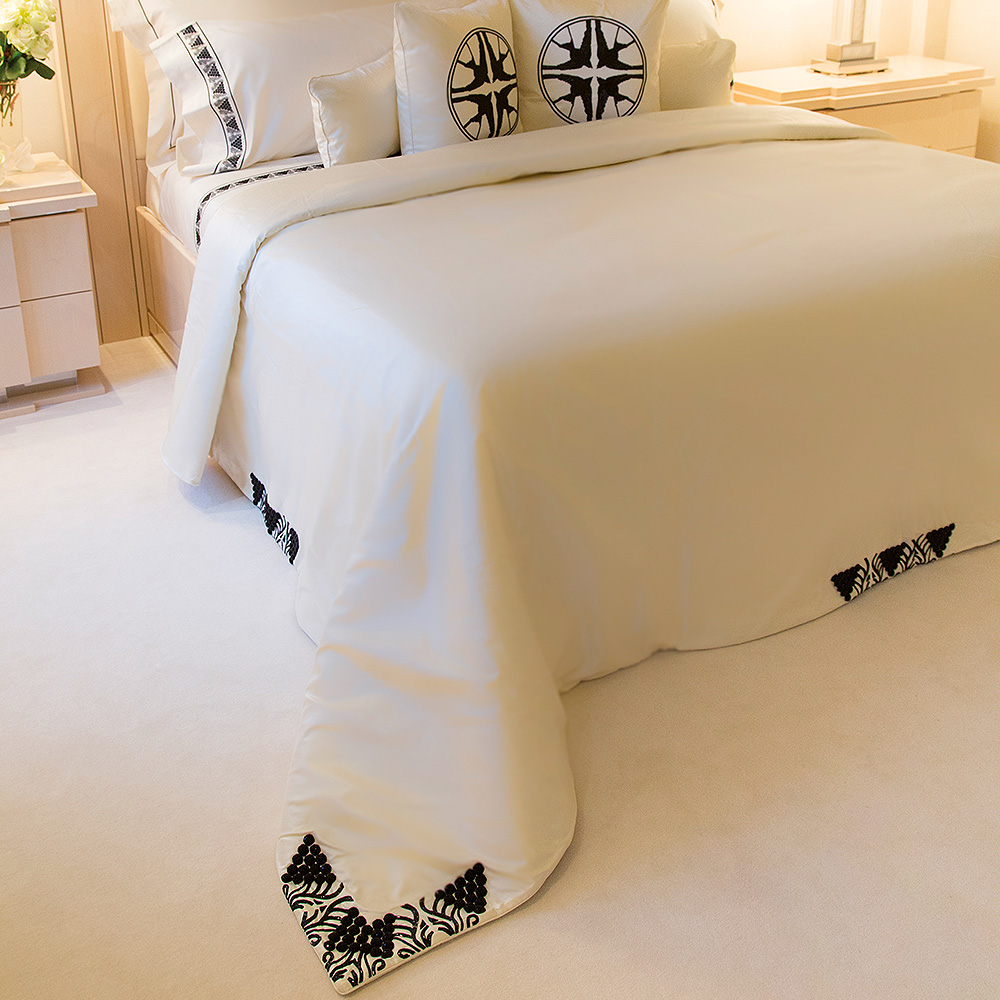 Raisins beaded bed-cover | Silk, glass beads, mattress sizes 180 x 200 cm or 200 x 200 cm | Interior Design Lalique