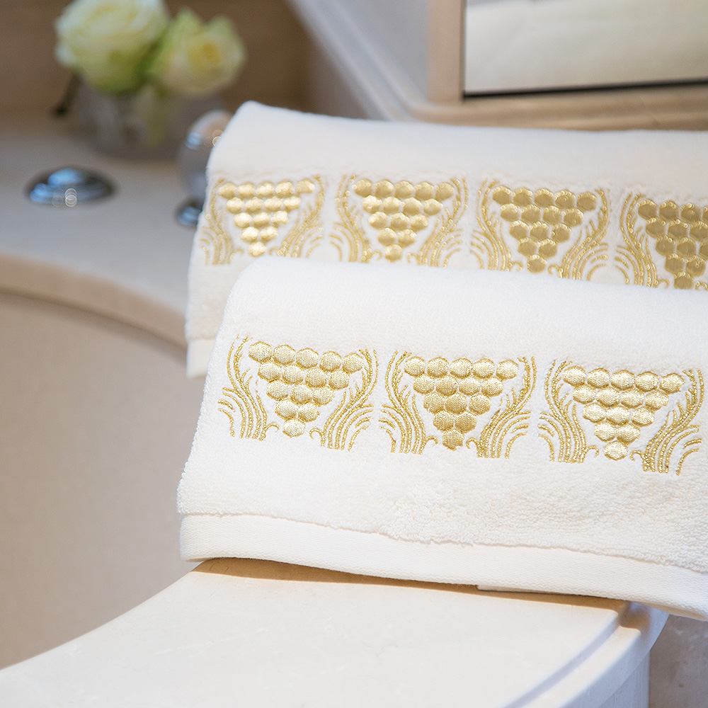 Raisins embroidered bath towel | Ivory cotton, gilded embroidery | Interior Design Lalique