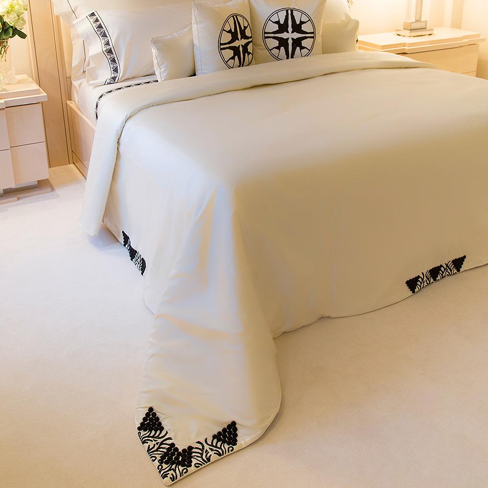 Raisins beaded bed-cover | Silk, glass beads, mattress sizes 180 x 200 cm or 200 x 200 cm | Interior Design Lalique
