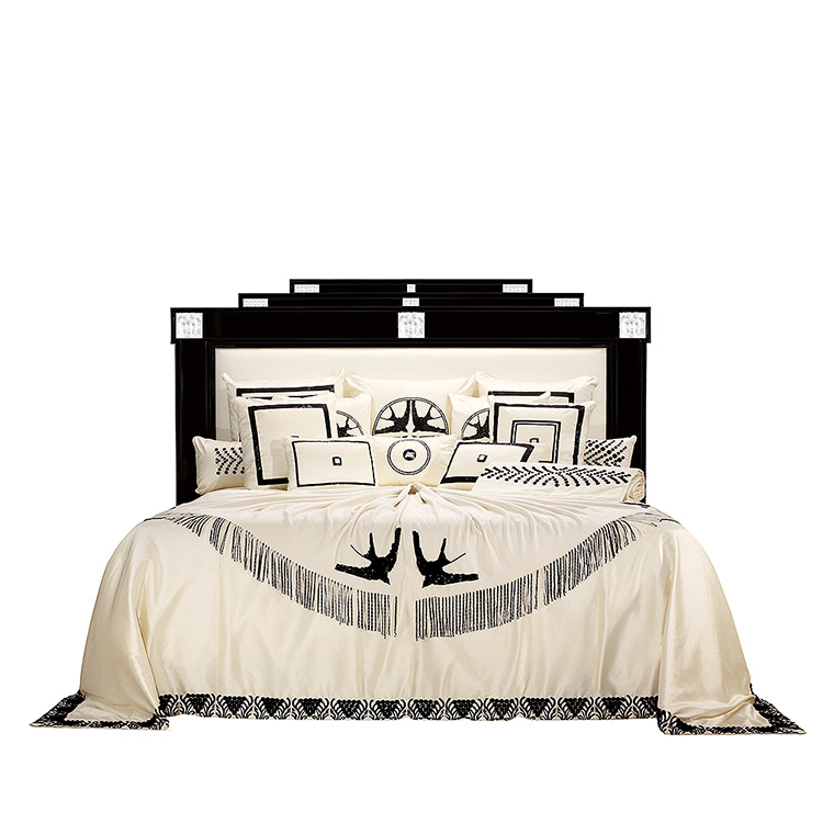 Masque de Femme bed
