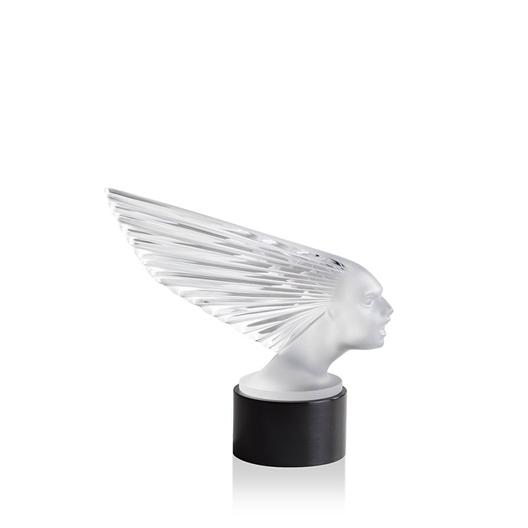 Victoire lighted sculpture